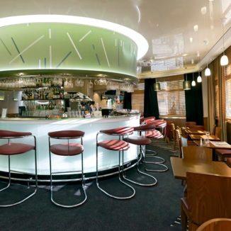 Brasserie Hotel Qualys : une climatisation encastrée qui s'inscrit dans un décors chic et moderne